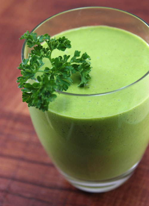 I love smoothies for the reason that they can pack and hide so much in them. In this Peter Rabbit Smoothie a whole handful of parsley is camouflaged by a host of other vegetables and fruit.