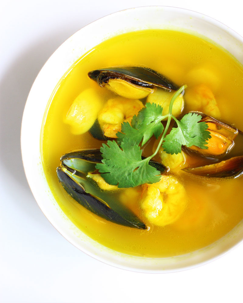 I don't know about you, but mussels, calamari and scallops have always intimidated me. I love eating them, it's the preparing part that's always made me shy away. Well joy of joys, let us fear squid and shellfish no more. Have I got an easy seafood soup recipe for you!